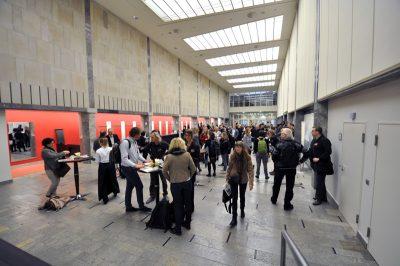 Der Eingangsbereich mit Besucherinnen und Besuchern bei Impulse 2017
