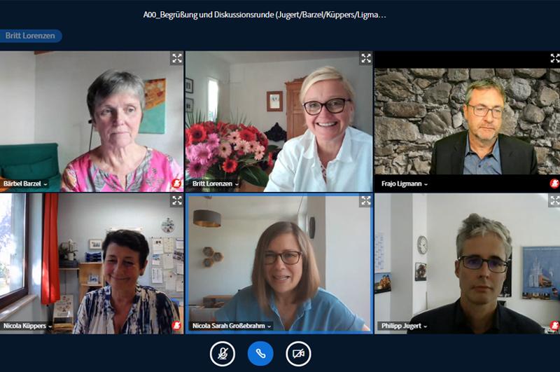 Sechs Personen in einer Videokonferenz