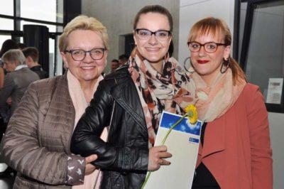 Absolventinnen und Absolventen bei der Abschlussfeier im April 2017