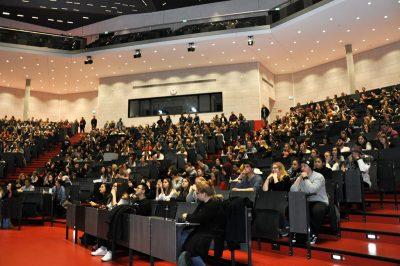 Schülerinnen und Schüler beim Schülerinfotag 2018