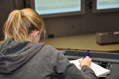Schülerin beim Schülerinfotag 2018