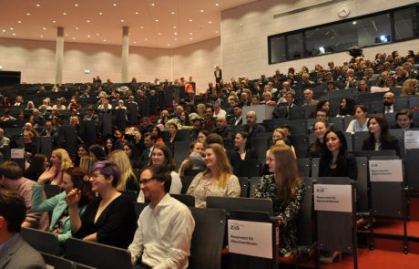 Absolventinnen und Absolventen bei der Abschlussfeier im April 2018