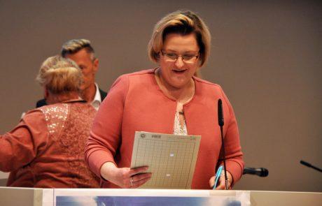 Frau Ingenbleek vom Landesprüfungsamt, Außenstelle Essen, liest Namen vor