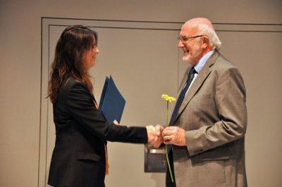 Dr. Anja Pitton bedankt sich bei Volker Rennert