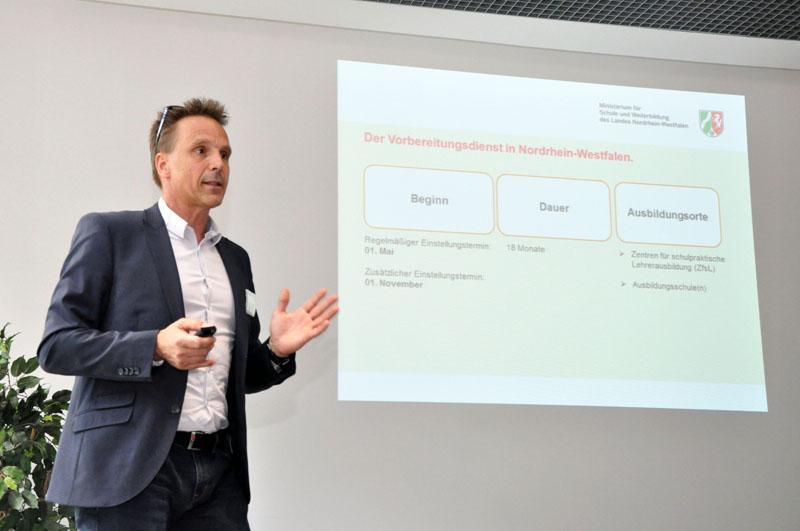 Christian Schmidt vom Ministerium für Schule und Bildung NRW bei der Infoveranstaltung im Jahr 2017
